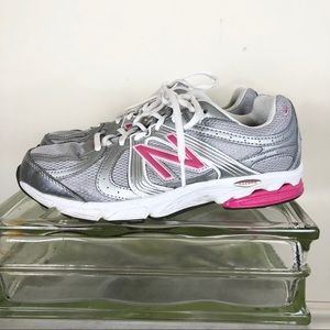 New Balance women's 9 silver pink running sneakers